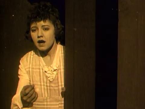 Lilian Webster dans le film muet The eye of envy (1917) de Harrish Ingraham